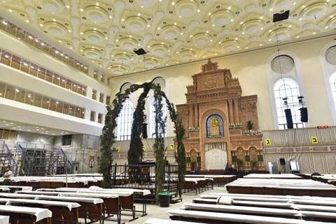 """בתי הכנסת בב""""ב בערב חג השבועות"""