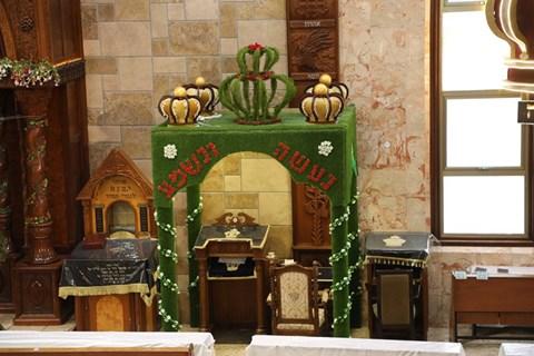 בתי כנסיות מקושטים לחג השבועות