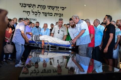"""הלוויתו של יגאל יהושע הי""""ד"""
