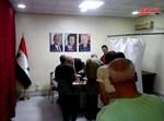 תמונות המועמדים על הקיר בקלפי
