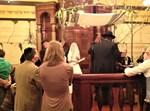 חתונת המיסיונר שנחשף, הכהן היה עד