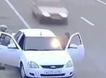 המכונית בצד הכביש