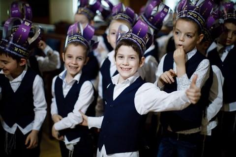 מסיבת חומש בחדר מנחם במוסקבה