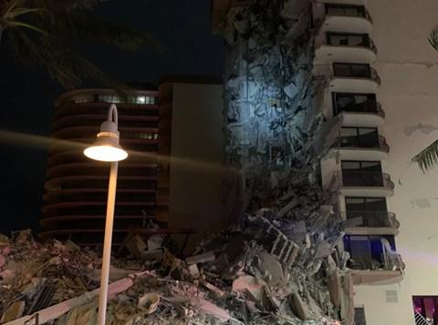הבניין שקרס