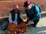 כרמלי עם אחד מההינדואיסטים