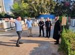 רב קהילת שטפנשט הרב יעקב סולומון עם גורמי המשטרה בבית העלמין