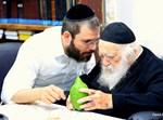 """הגר""""ח קנייבסקי בוחר אתרוג בט""""ו באב"""