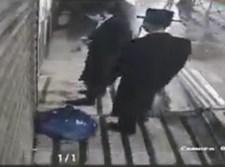 קיצונים אוטמים את הכניסה לחנויות הסלולר