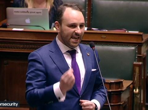 פרייליך בפרלמנט הבלגי