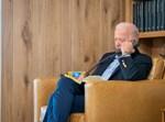 ביידן משוחח עם אנשיו לגבי אפגניסטן