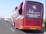 האוטובוס מצדו האחורי