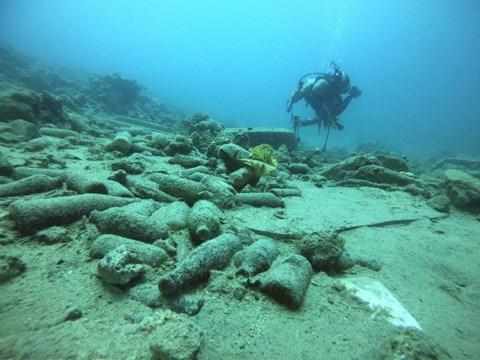 פסולת כבדה על קרקעית הים