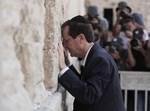 הנשיא הרצוג בתפילה בכותל המערבי