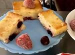 עוגת גבינה אפויה עם דובדבנים