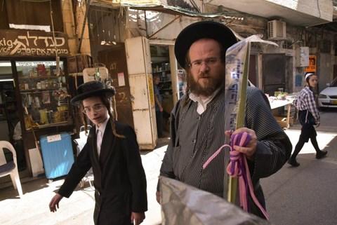 הכנות אחרונות לחג הסוכות בירושלים