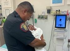 השוטר עם התינוק שהציל