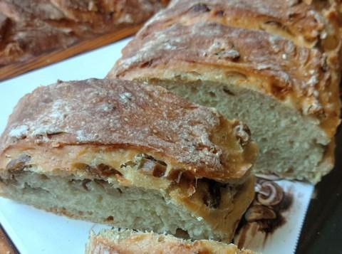 לחם זיתים ושבבי בצל