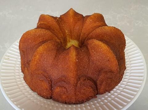 עוגת תפוזים וקוקוס בזילוף סירופ מתוק