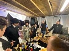 שמחת בית השואבה אצל הרבי ממעז'בוז