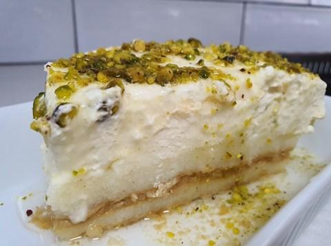 עוגת סולת ופיסטוקים בסירופ מתוק