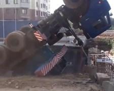 המשאית מאבדת שיווי משקל
