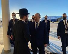 בנט עם נחיתתו בסוצ'י פוגש את בנו של רבה של רוסיה