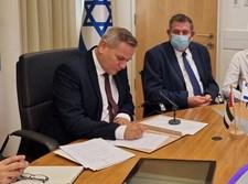 """""""שר הבריאות ניצן הורביץ חותם על הסכם """"מסדרון ירוק לאיחוד האמירויות"""