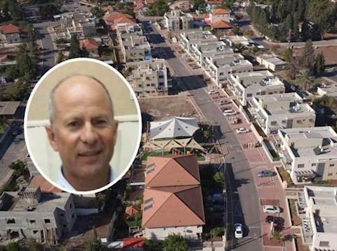 ראש העיר עפולה אבי אלקבץ על רקע העיר