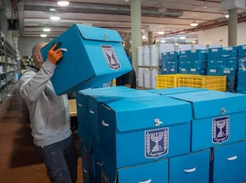 קלפיות במחסני ועדת הבחירות בירושלים