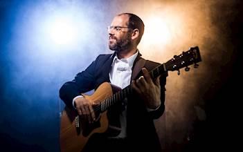 הזמר אהרן רזאל