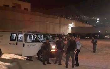 כוחות משטרה מחוץ למתחם קבר רחל
