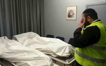 """מתנדב זק""""א על יד גופות נרצחי הפיגוע בבריסל"""