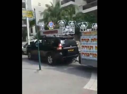 הרכב עם הרמקולים