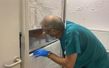 החיסונים מוכנסים למקררי ההקפאה בהדסה