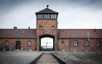 שער הכניסה לאושוויץ