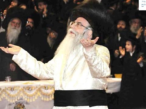 """האדמו""""ר מצאנז בריקוד מצווה, צילום: מנחם הלוי"""