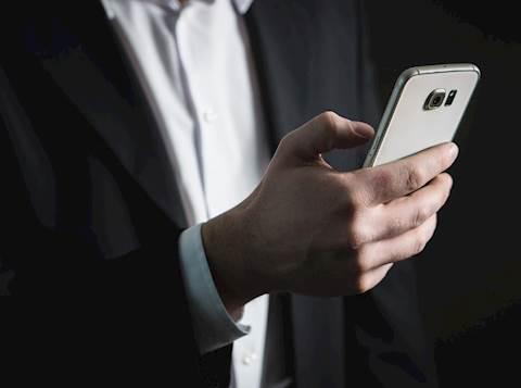 טלפון סמארטפון אייפון