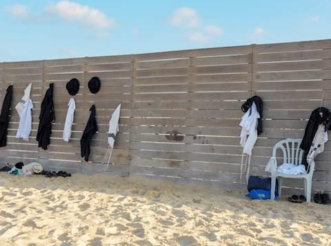 חרדים בחוף שרתון, חרדים בים,  (3)