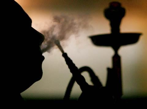 עישון נרגילה מעשן