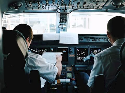 טייסים לפני המראתם
